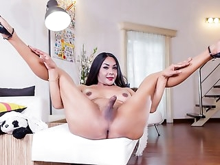 Pretty Nicole In White - Ladyboy-Ladyboy